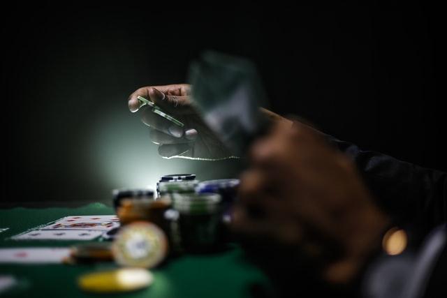 How to make money gambling online?